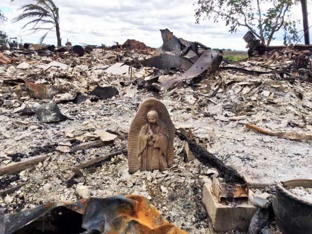 Estatua de la Virgen María de Guadalupe intacta en medio de escombros por el Huracán Harvey, Estados Unidos