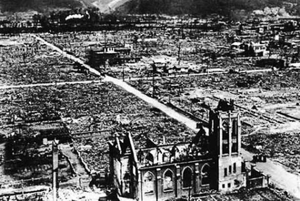 iglesia intacta y sacerdotes ilesos en bomba atómica de Hiroshima