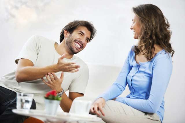 pareja amor matrimonio feliz conversando
