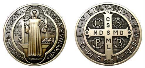 frontal y posterior de la cruz y medalla de san benito