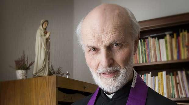 Padre exorcista Lars da a conocer los principales instrumentos del demonio
