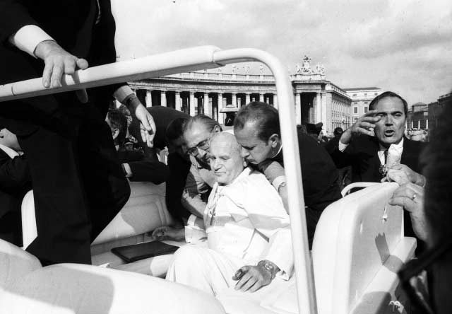 San Juan Pablo II y la Virgen de Fátima. Atentado plaza de san pedro