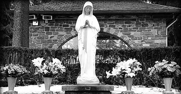 virgen de los pobres estatua nuestra senora de banneux santuario