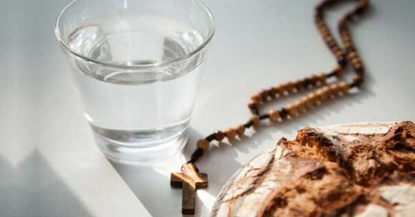 ayuno vaso agua pan cruz rosario