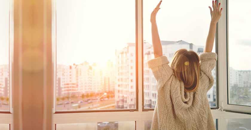 comenzar el dia en santidad mujer despierta