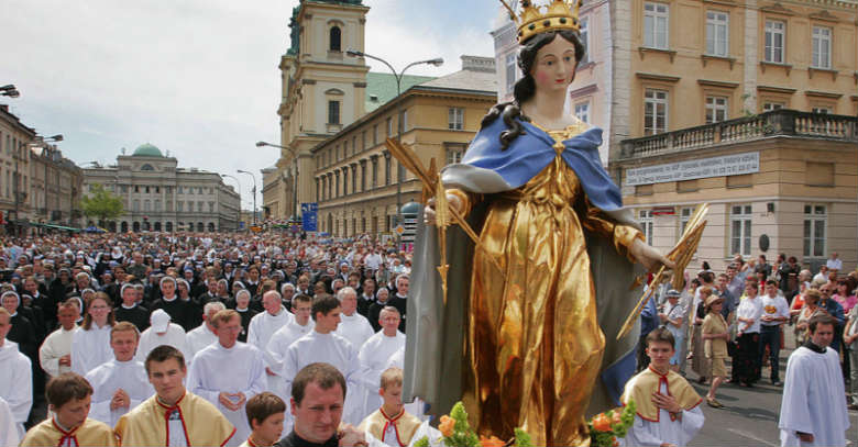 estatua de la virgen maria polonia