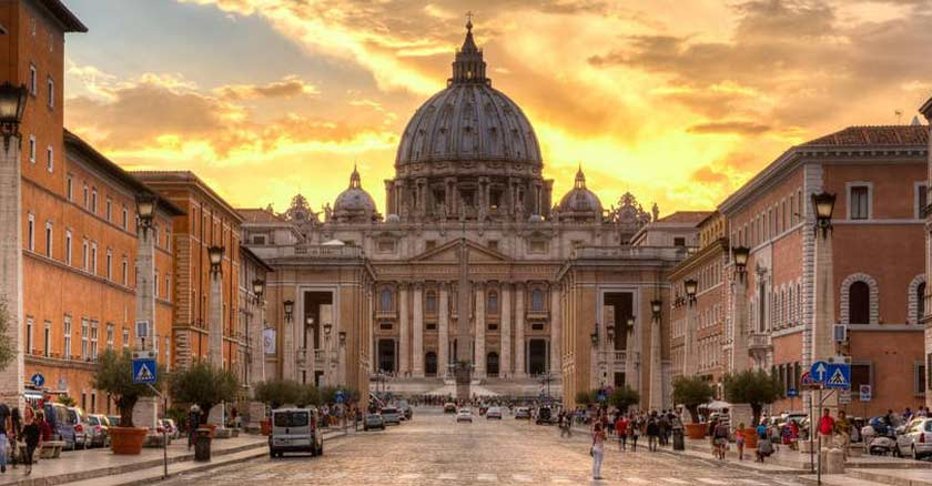 iglesia catolica culpula de san pedro ocaso atardecer el vaticano