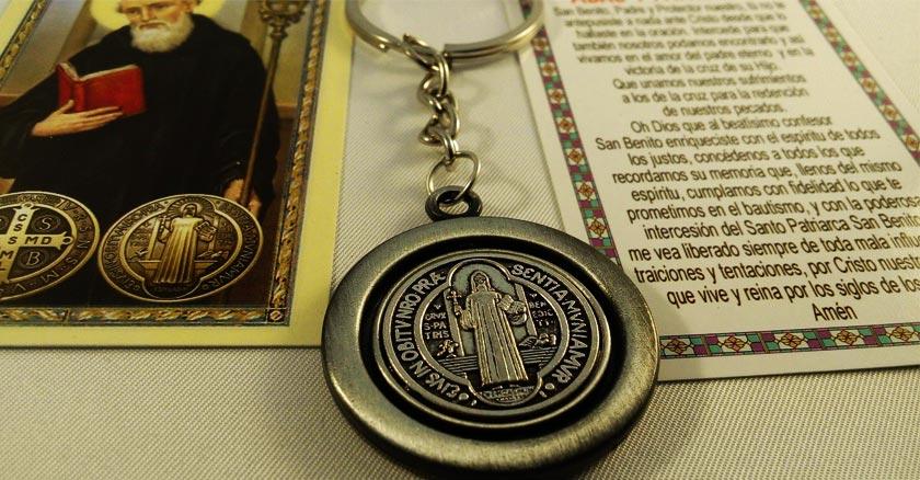 medalla de san benito plateada jubileo arma espiritual