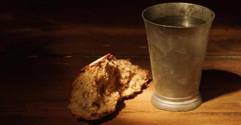 pan-agua-en-mesa-ayuno-que-agrada-a-Dios.jpg