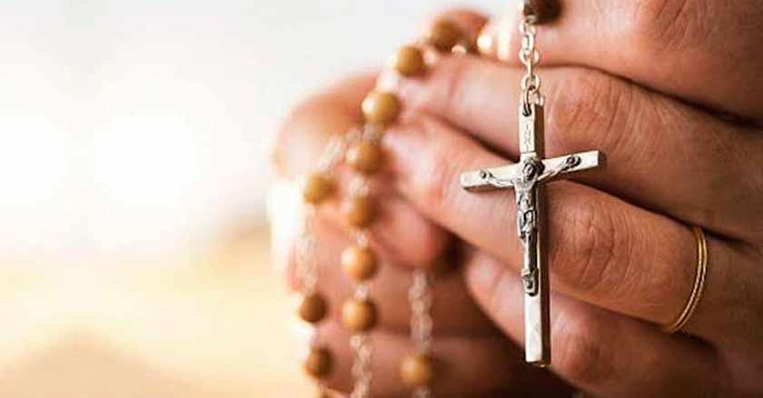 razones biblicas para rezar el santo rosario en las manos