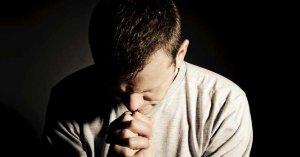 hombre orando tipos de personas poner en oracion