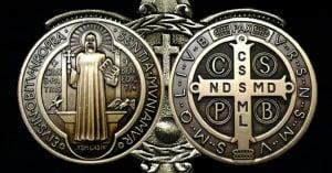 san benito medalla y cruz en bronce dorado