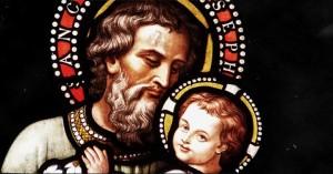 san jose y nino jesus en sus brazos fondo oscuro