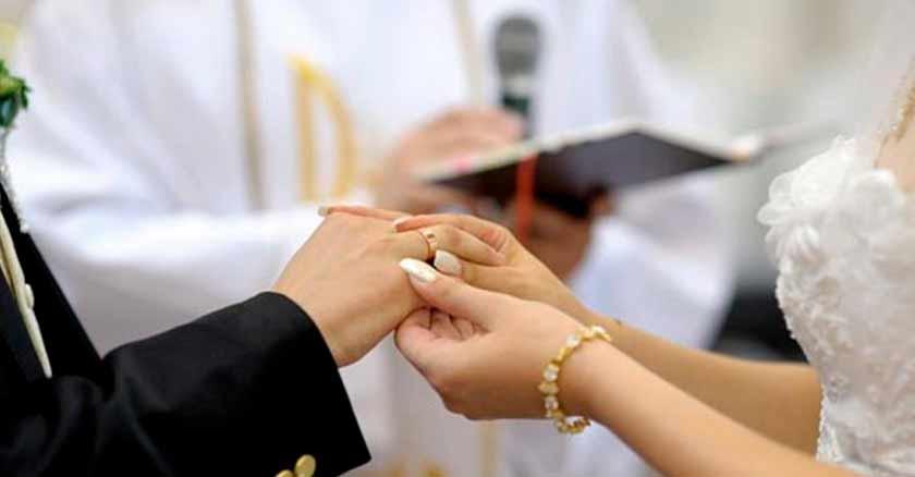 boda-manos-novios-iglesia-catolica-ayudo-sanar-salvar-mi-matrimonio.jpg