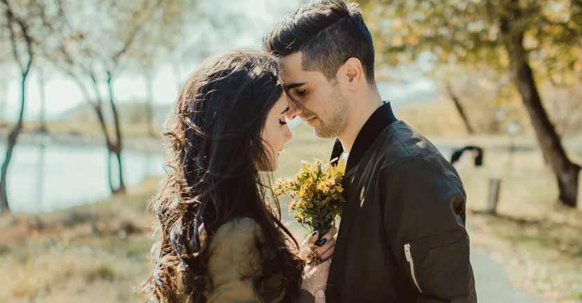 consejos amor siempre toda la vida pareja juntos con flores