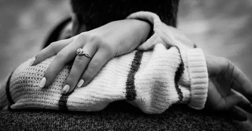 constuir-un-matrimonio-saludable-fiel-para-siempre-prometo-serte-fiel-esposos-abrazados.jpg