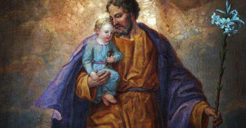 cosas-que-un-buen-padre-puede-aprender-de-san-jose-sostiene-nino-jesus.jpg