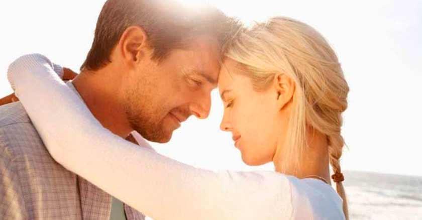 el-matrimonio-es-para-siempre-la-boda-dura-un-dia-esposos-abrazados-tiernos-en-ocaso.jpg