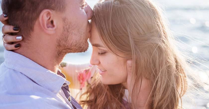 esposos-felices-juntos-rostros-cercanos-sonrientes-matrimonio-feliz.jpg