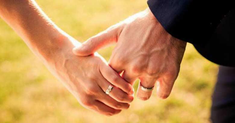 6 consejos a seguir cuando comienzan los conflictos en el matrimonio - Anillo de casado mano ...