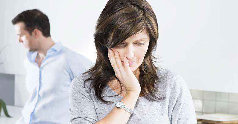 esposos tristes mujer pensativa orgullo en el matrimonio