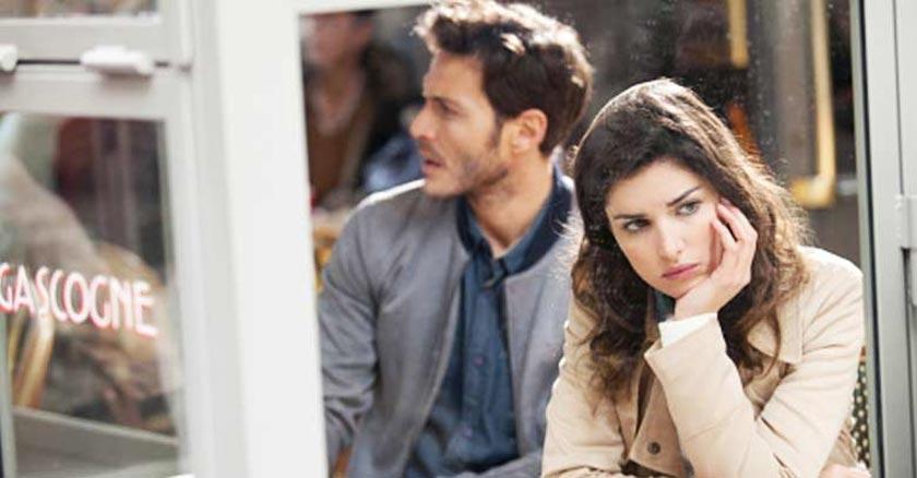 hombre y mujer esposos disgusto molestos tristes matrimonio infeliz
