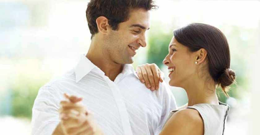 hombre-y-mujer-mirandose-consejos-para-ser-una-mejor-esposa.jpg