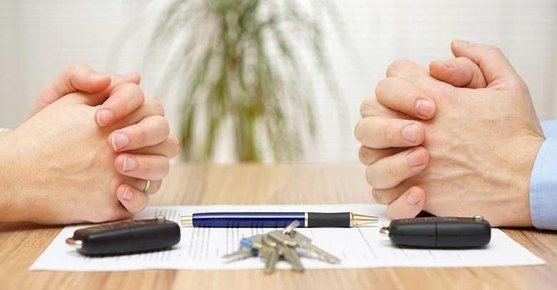 manos acuerdo firma llaves