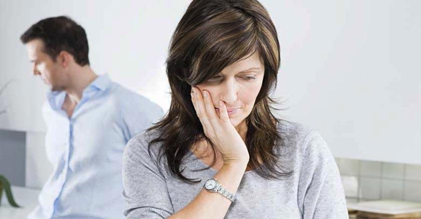 matrimonio esposos enojados molestos orgullo tristes dia