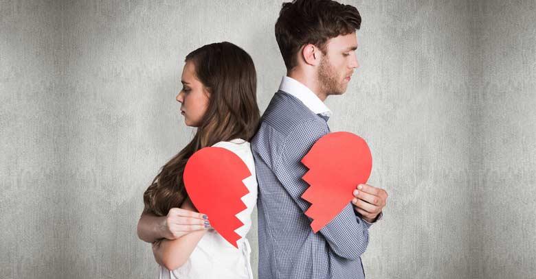 matrimonio esposos sosteniendo un corazon roto crisis de pareja