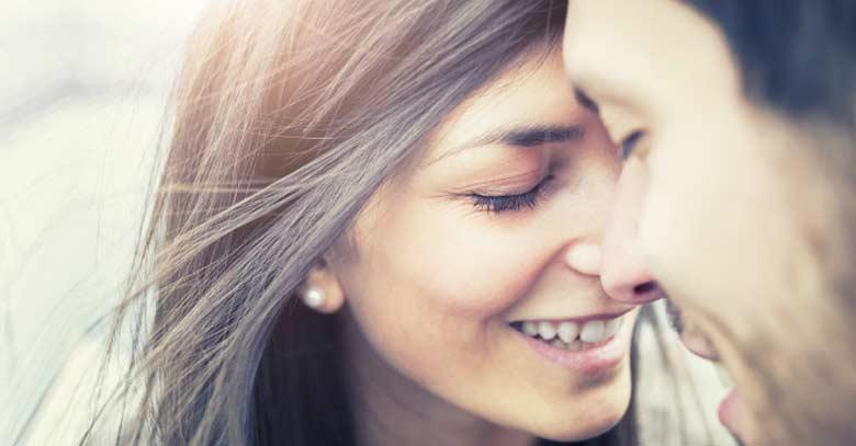 rostro mujer hombre unidos esposos felices