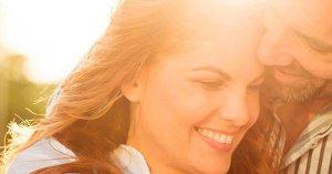 citas biblicas de matrimoniio que cambiaron mi relacion para siempre mujer esposo sonriendo