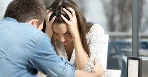 mujer angustiada senales asfixiando a tu pareja matrimonio