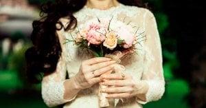 mujer vestida novia ramos cosas conocer dia de la boda