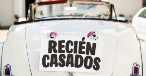 recien casados nota en auto por detras bodas matrimonio