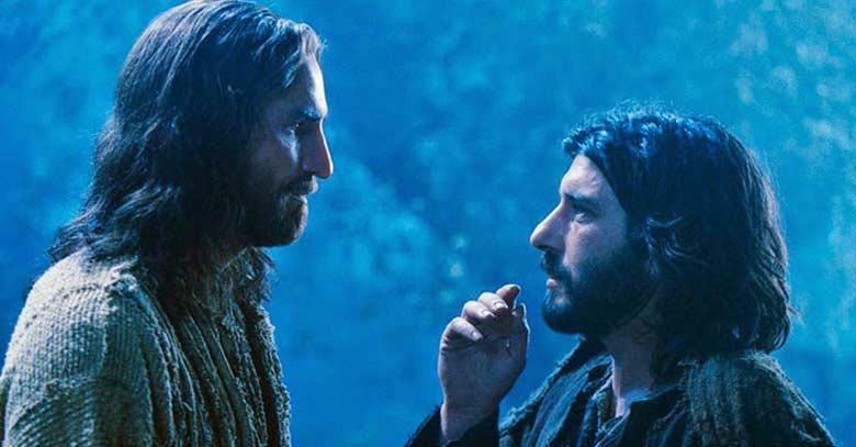 judas mirando de frente a jesucristo pasion de cristo traicion de judas