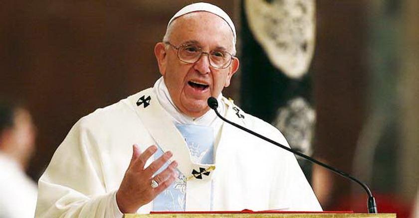 papa francisco discurso homilia microfono misa