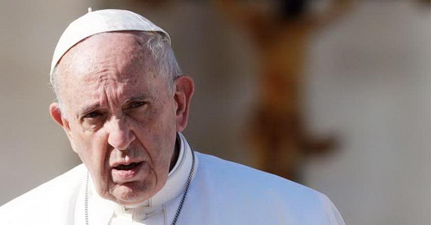 papa francisco mirada seria lejana