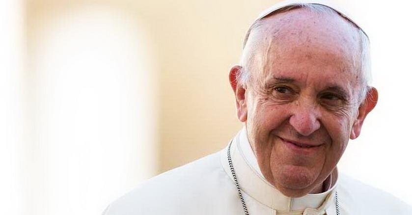 papa francisco rostro sonriendo feliz amigo cercano