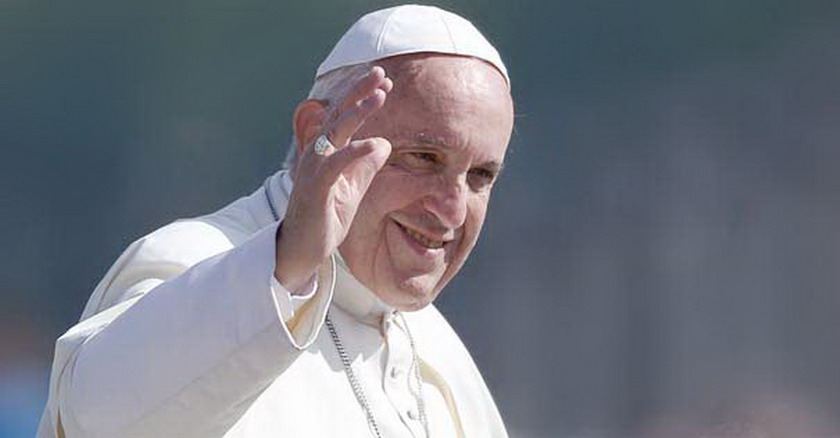 papa francisco saludo sonrisa cumplir voluntad dios familia