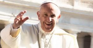 papa francisco saluda desde plaza de san pedro