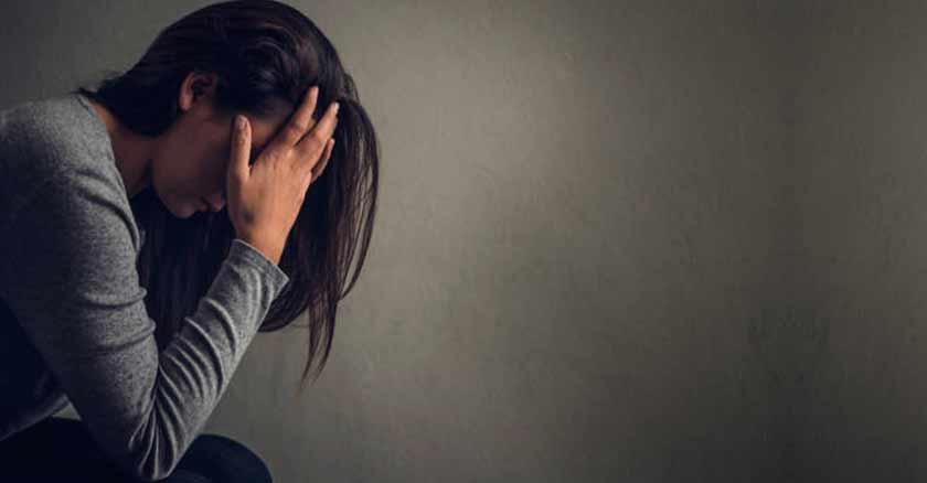 conversando con el amor mujer preocupada ansiedad dios vendra calmara angustias sufrimientos