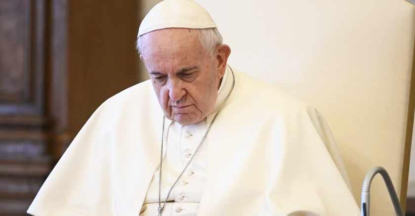 Pope-Francis-Money-vanity-and-gossip-divide-communities.jpg