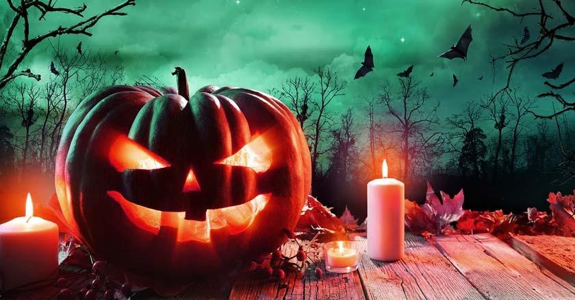 calabaza-demonio-halloween-sobre-mesa-noche-oscura.jpg