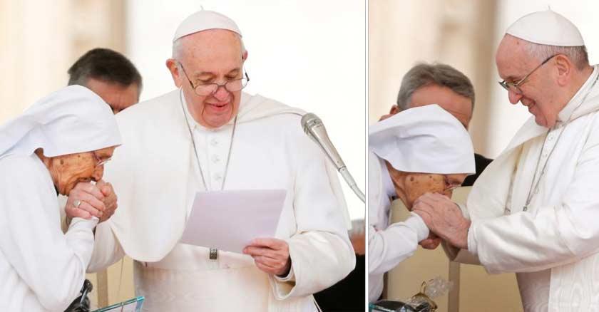 papa francisco besar anillo de pescador pedro obispo de roma