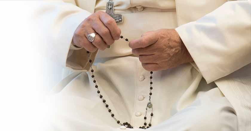 papa-francisco-compone-oraciones-recitar-rosario-maria-por-fin-de-coronavirus-covid-19.jpg
