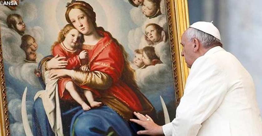 papa-francisco-frente-a-un-cuadro-de-la-virgen-maria-sosteniendo-nino-jesus.jpg