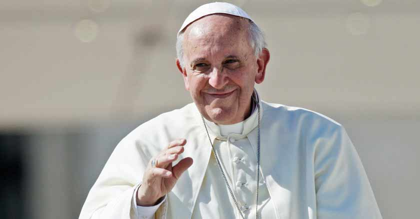papa francisco plaza san pedro apego a las riquezas divide familias