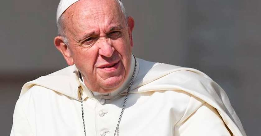 papa francisco reflejo del sol rostro fruncido jovenes Dios