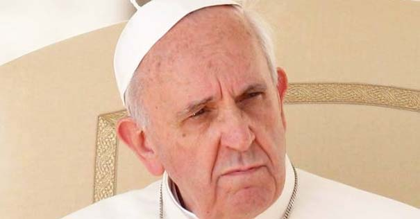 papa francisco rostro preocupado andar sin apuros